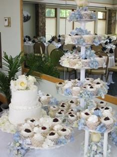 Wedding Cake And Cupcake Stands